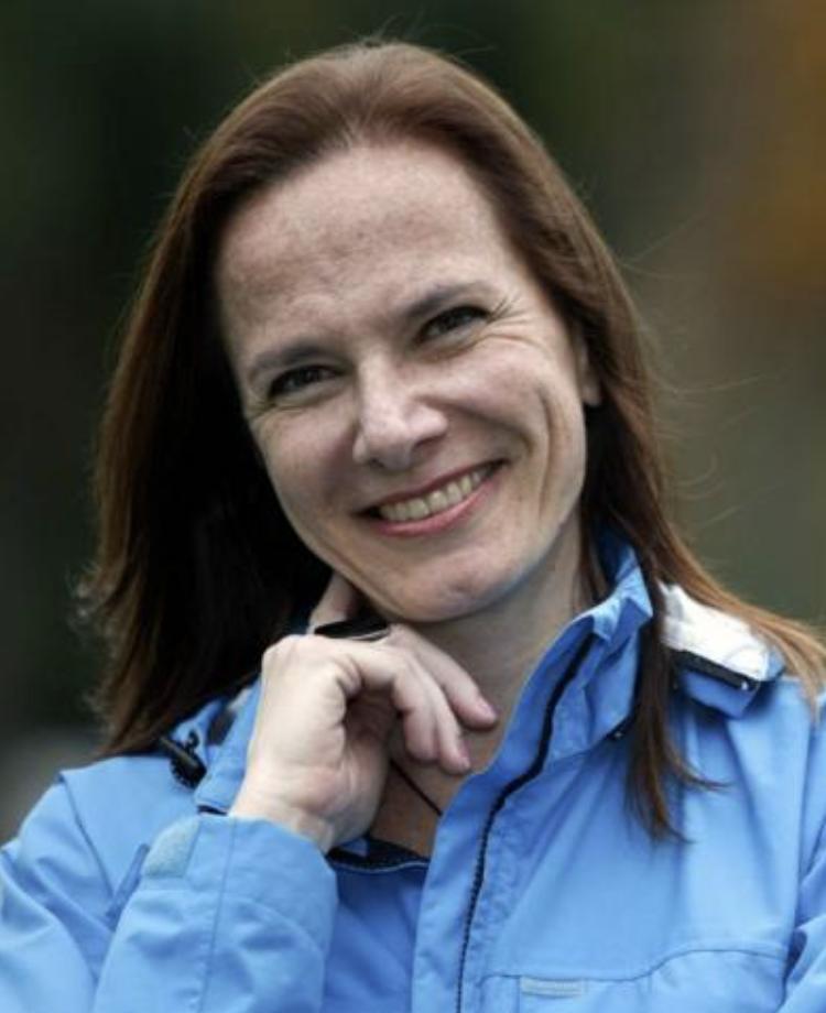 Ana Carla Fonseca Profissional de referência em economia criativa, cidades criativas e negócios criativos